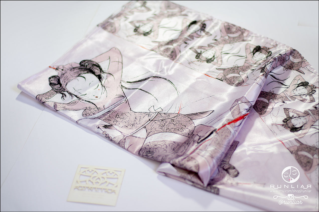RUNLIAR Fashion Accessories _ GEISHA _ Square scarf/Foulard carré _ Single product.